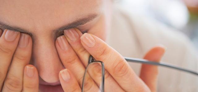 Що робити, якщо опух очей і болить, лікування в домашніх умовах